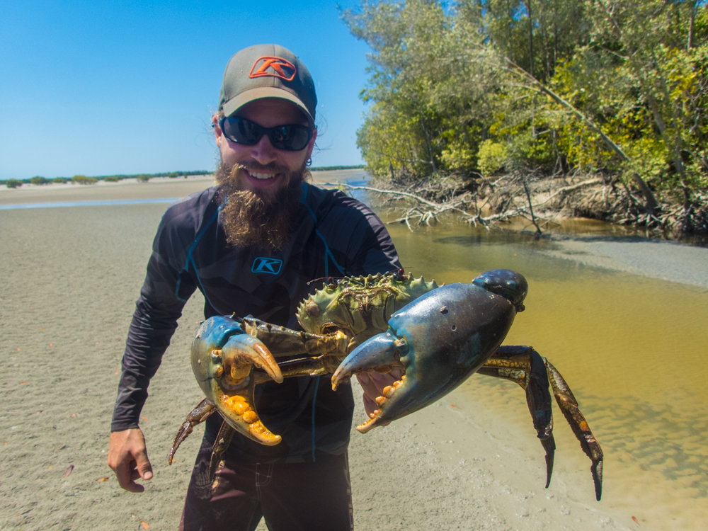 Catching mud crabbs in Beagle Bay