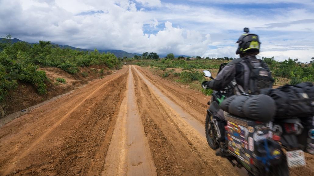 Dirt road to Livingstonia